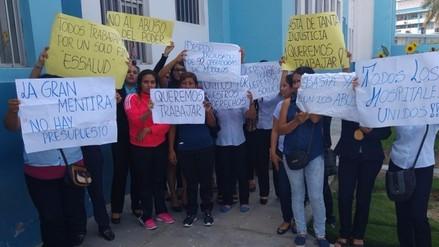 Digitadoras de módulos de EsSalud protestan por supuestos despidos arbitrarios