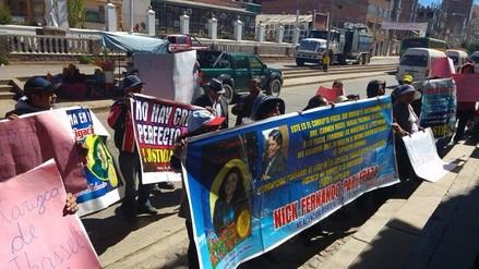 Protestan por demora en resultados de exhumación de exfiscal