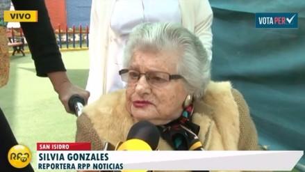 San Isidro: Mujer de 101 años acudió a sufragar