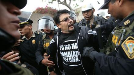 """Intervienen a personas con polo """"Tú no has cambiado pelona"""" en Surco"""