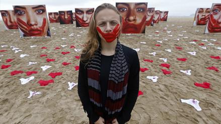 Brasil: 420 calzones aparecen en Copacabana en protesta contra violaciones