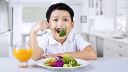 Conoce cuánto debe comer un niño hasta los 10 años