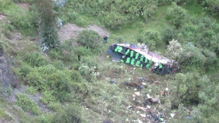 Lucanas: ocho muertos dejó despiste y caída de bus a abismo