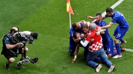 Eurocopa 2016: hincha entró a la cancha y festejó el gol de Luka Modric