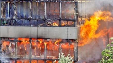 EE.UU.: Cinco personas mueren al incendiarse un edificio en Los Ángeles