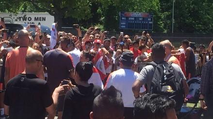 Selección Peruana recibió cariño de hinchas previo al duelo con Colombia