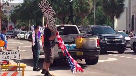 Grupo antigay protesta en funeral de una de las víctimas de Orlando