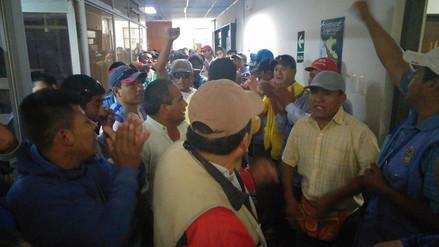 Más de 100 mototaxistas tomaron instalaciones de municipio de Chiclayo