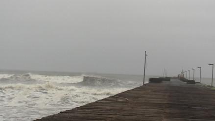 Pescadores de Puerto Eten temen colapso de muelle por fuertes oleajes