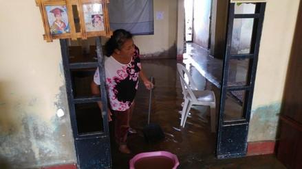 Oleajes anómalos inundan viviendas de la zona costera de Chimbote