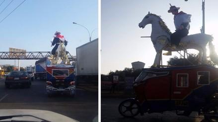 Los Olivos: muñeco pirotécnico es trasladado en mototaxi