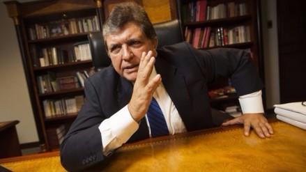 Alan García desmiente en Twitter estar grave de salud
