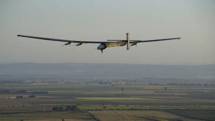 Avión solar aterrizó en España tras cruzar el Atlántico