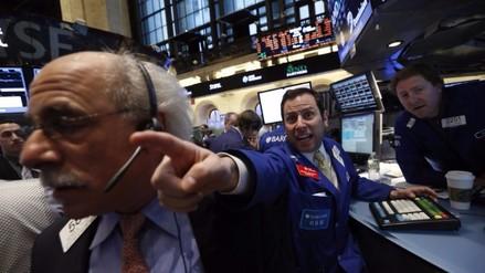 Wall Street abre con fuertes pérdidas y Dow Jones cae 2.74 % tras