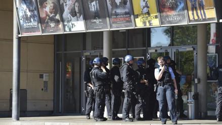 Alemán abatido en cine portaba armas de fogueo y granadas falsas