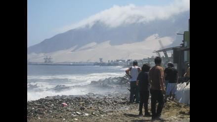 Ochenta familias de la zona costera de Chimbote en peligro por oleajes