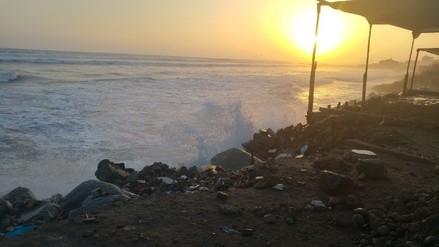 Fuerte oleaje: pobladores de Las Delicias son afectados
