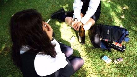De cada 10 escolares que consumen drogas, 4 empezaron en sus casas