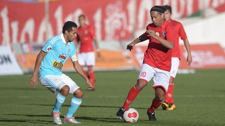 Con show de Ronaldinho: Cienciano goleó 3-0 a Sporting Cristal en amistoso