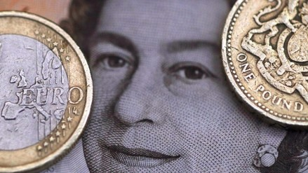 Brexit: La libra cayó otra vez a su peor nivel en 31 años
