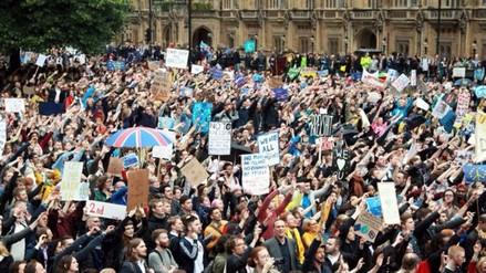 Miles de personas protestan en Londres contra el