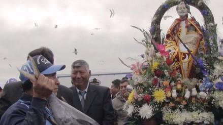Andahuaylas: pasean imagen de San Pedro por laguna de Pacucha