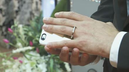 Hombre se casó con su smartphone en Las Vegas