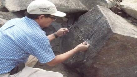 Recuperan petroglifo del cerro Raca Rumi que fue quemado