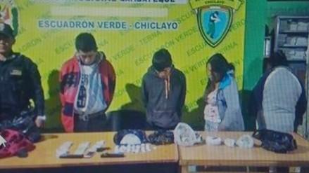 Capturan a sujetos que vendían droga cerca de un colegio