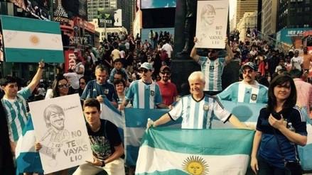 Messi: hinchas en Times Square le piden que no deje la Albiceleste