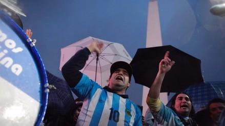 Lionel Messi: hinchas se juntaron en el Obelisco para pedirle que siga en la Albiceleste