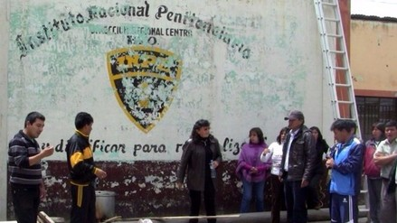 Internos del penal de La Oroya reducen con armas a personal del INPE y fugan