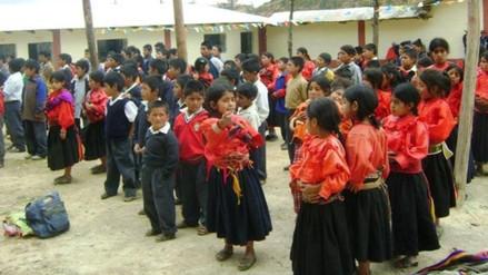 Entregan textos escolares a zonas bilingües de Lambayeque después de 5 meses