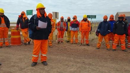 Obreros amenazan con bloquear vía Puno - Juliaca