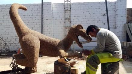 En Surco crean dinosaurios a partir de árboles declarados muertos