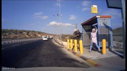 Video: mujer palestina intenta apuñalar a soldados israelíes y le disparan