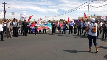 Docentes realizan plantón en el Gobierno Regional de Arequipa