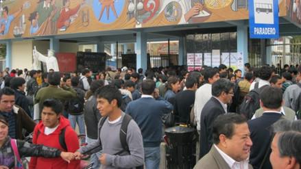 Estudiantes de Medicina Humana tomaron campus universitario de UNC