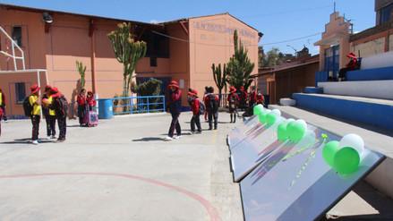 Huancayo: alcalde regala pizarras por el Día del Maestro