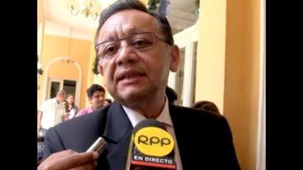 Contralor Edgar Alarcón inspecciona centros de salud de Puno