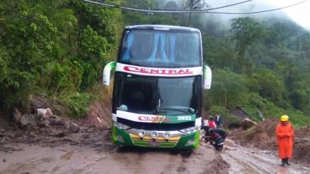 Chanchamayo: bus atrapado tras deslizamiento de cerro por lluvias