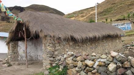 Video: niños quechuahablantes estudian en precaria capilla de Huanta