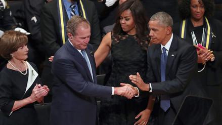 Obama y Bush se unen en homenaje a policías muertos en Dallas