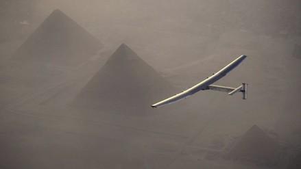 El avión solar aterrizó en El Cairo en su última escala