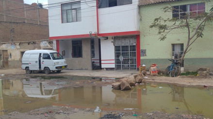 Colapso de desagües causan daños en viviendas de José Leonardo Ortiz