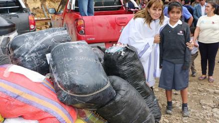 Entregan ayuda a pobladores de la sierra ante el frío en Piura