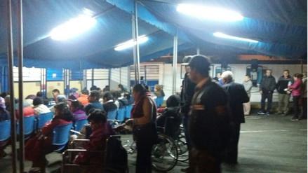 Essalud: Atienden pacientes en estacionamiento del Hospital Rebagliati
