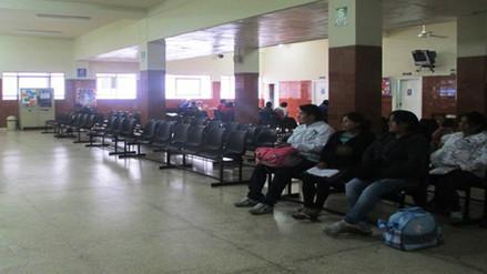 Plaga de piojos genera cierre del área de partos de Hospital Regional de Trujillo