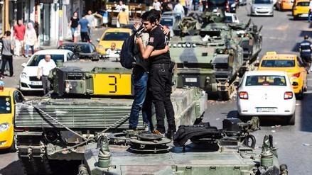 Video: Turquía arresta a 2800 militares tras fallido golpe de Estado