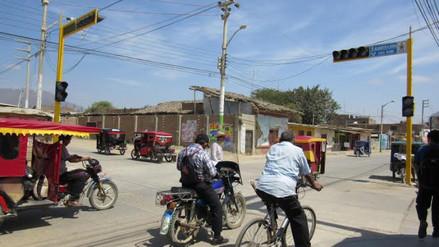 Instalan modernos semáforos en el distrito de Olmos